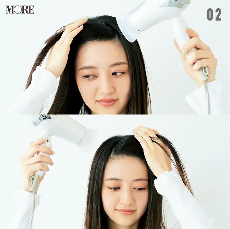 前髪のくせを直す方法【2】前髪全体をドライ。左右の根元にに温風を当てて