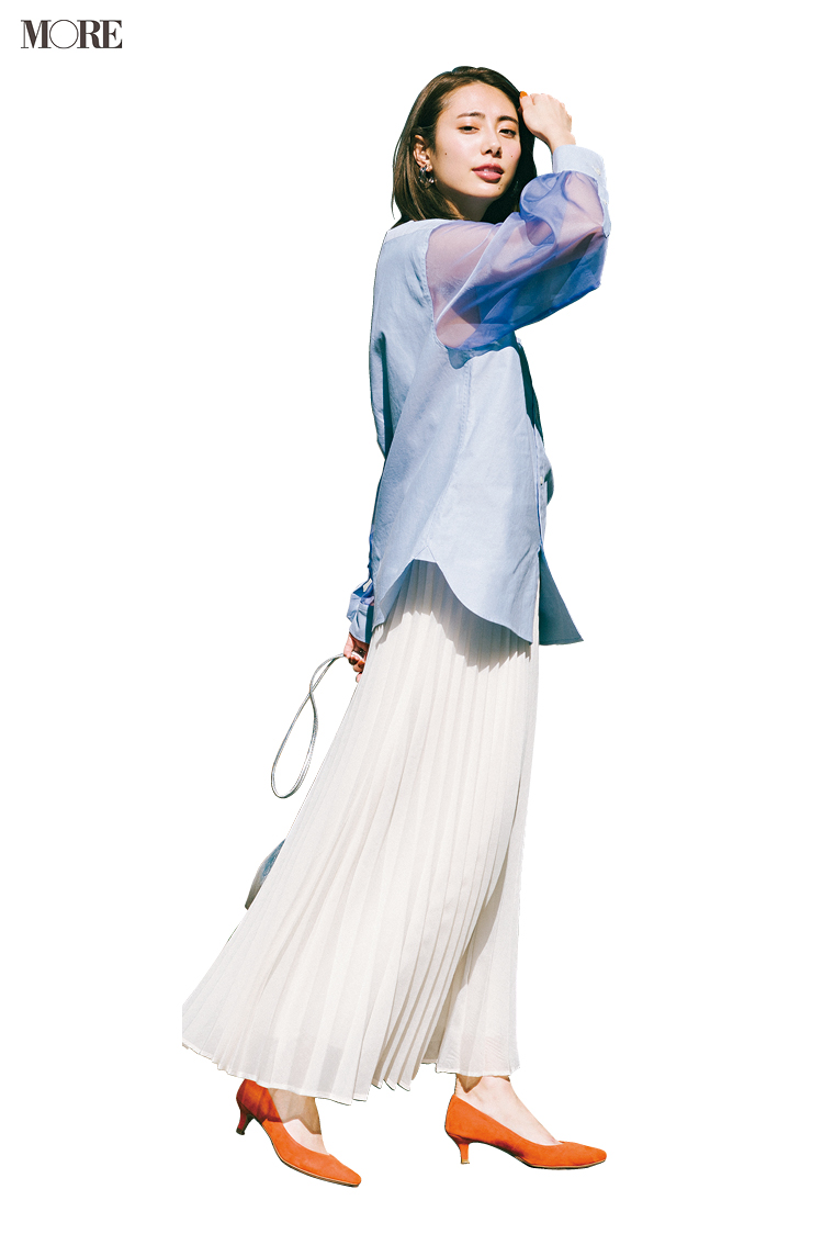 甘いシャツ×フレアスカートの日、シューズは◯◯なパンプス一択! さて、正解は?_4