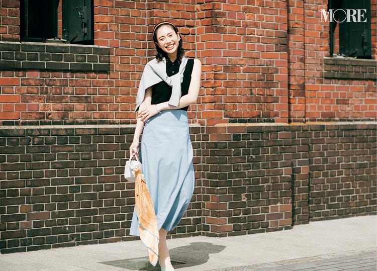 『神戸レタス』の洗えるスカートを着た女性
