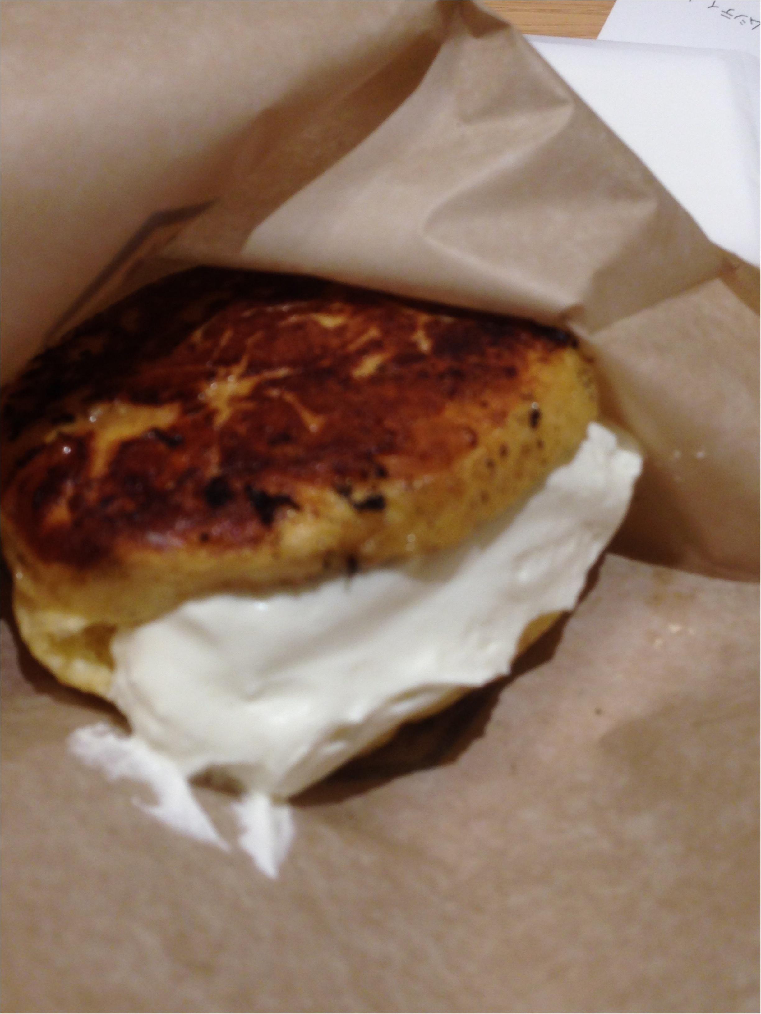 """くりーむパンを鉄板で焼いちゃう⁉️Hattendo caféで実演販売されている""""フレンチバーガー""""とはΣd(・ω・*)_7"""