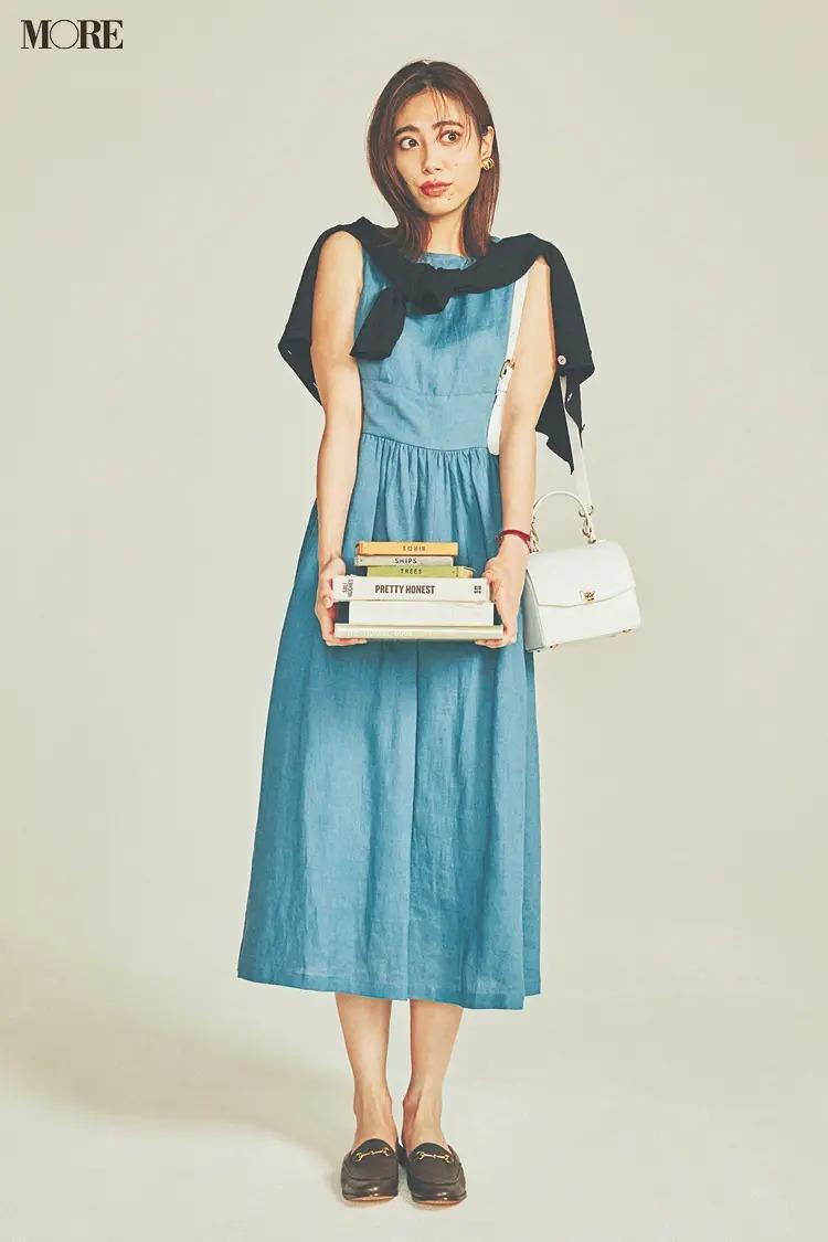 【夏のワンピースコーデ】トラッドなローファー&ゆる巻きカーデで女っぽさをほどよく中和して